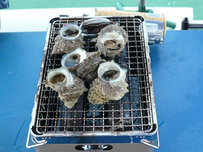 2008年8月12日(火)船上でバーベキューはサザエの壺焼き