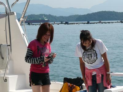 2008年9月10日(水)美女2名はデッキ下の魚?で、もう、盛り上がり?