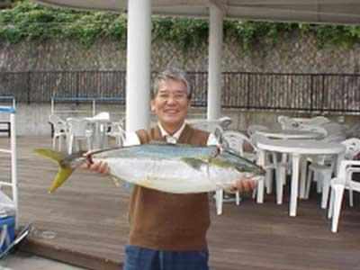 2008年11月2日(日)マリーナより出船されブリの81cmを釣られました