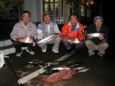 2008年11月16日(日)マリーナより出船されマダイの40cmを釣られました