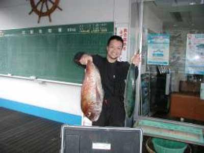 2009年10月28日(水)ハマチと鯛を釣られました