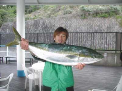 2010年5月1日(土)メジロの81.5cmを釣られました