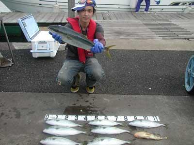 2010年10月16日(土)若狭湾でハマチの63cmを釣られました