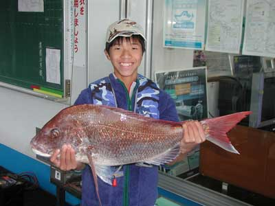 2010年11月21日(日)若狭湾で鯛の75cmを釣られました