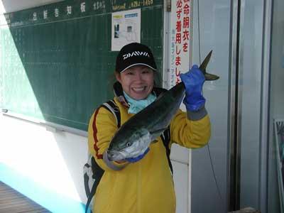 2010年12月5日(日)若狭湾でメジロの69cmを釣られました
