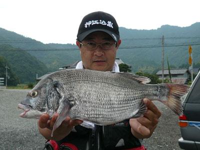 2008年9月13日(土)舞鶴は吉田で大会1位は紀田様の釣り上げた44.6cmのチヌ
