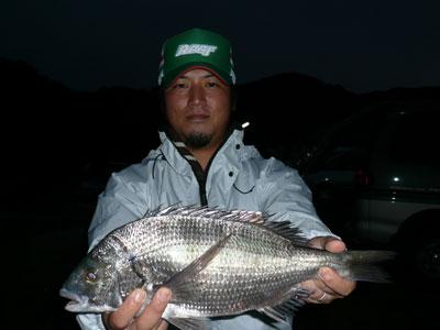 2008年9月28日(日)舞鶴は吉田で40cmのチヌを釣られた畑様です