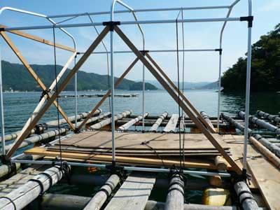 2008年10月18日(月)筏の上に乗せている簡易テントです