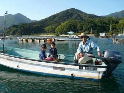 2008年10月18日(月)よしみ船頭さんがお孫さんと一緒に楽しそうです