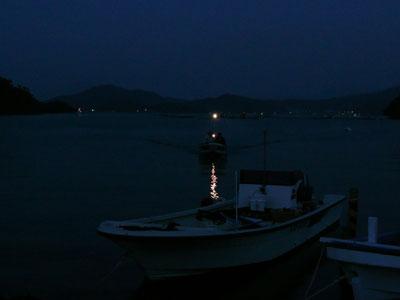 2008年10月19日(日)夕刻の17:40分にはすっかり暗くなっています