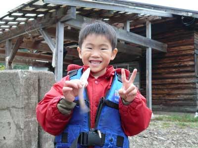 2008年10月26日(日)舞鶴は吉田の筏で梨乃さんが釣ったキスです