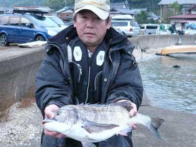 2008年11月2日(日)舞鶴は吉田の筏でチヌを釣り上げられた安川様です