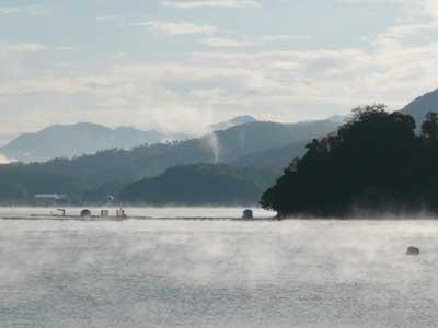 2008年11月20日(木)吉田の海面も温度差が激しく靄(もや)が立ちこめていました