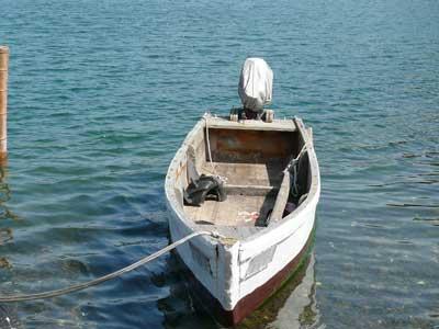 長年酷使した木造船の名前は「高治丸」です