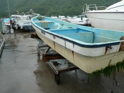 タダ同然のFRP和船です