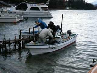 2008年12月14日(日)青井は筏がゆれて釣りにならないから吉田の筏に来られた方々も