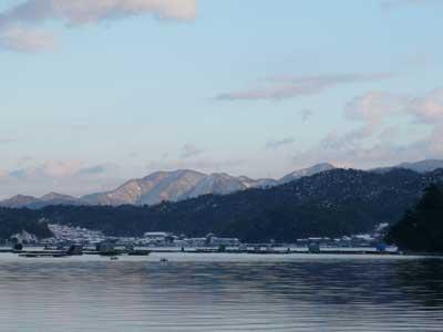 2009年1月11日(日)雪が降った舞鶴は吉田の筏の様子です