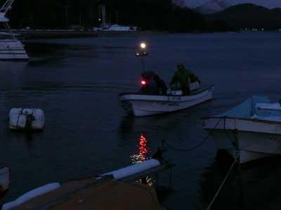 2009年1月12日(月)嵯峨根渡船さんが吉田の筏より夕刻に帰港です