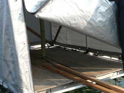 2009年2月1日(日)筏に設置している簡易テントの天井がたわんでしまいました