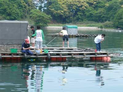 2009年5月10日(日)親子で来られた釣り客の皆さんが楽しそうに釣りをされていました