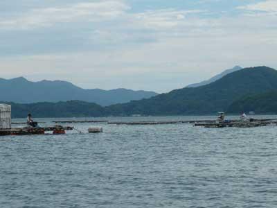 2009年7月19日(日)沖の方には3名の方が釣りをされていました