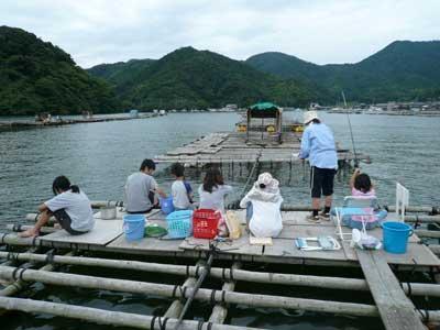 2009年8月15日(土)筏にコンパネを敷き足場を作りました