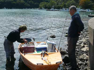 2009年10月11日(日)良くキス釣りに来られる小島さんがマイボートで帰って来られました
