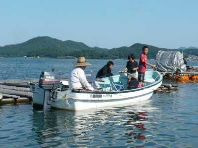 2009年10月12日(月)ご近所の方がお孫さんを連れて楽しいアジ釣りをされていました
