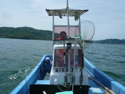 2010年5月15日(土)海上では突然風も吹きますので筏を曳航するには特に気を配ります