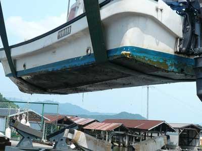 2010年8月15日(日)船の底には付着物がビッシリと付いています