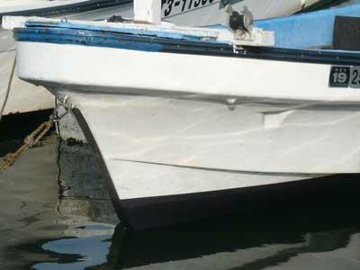 2010年8月15日(日)アオイマリーナの船底塗料の色は黒色を使用されています