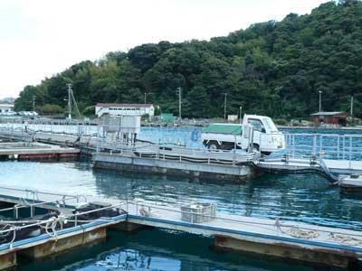 2010年9月6日(月)海洋センターでは海上の作業場まで軽トラックで搬入する事が出来ます